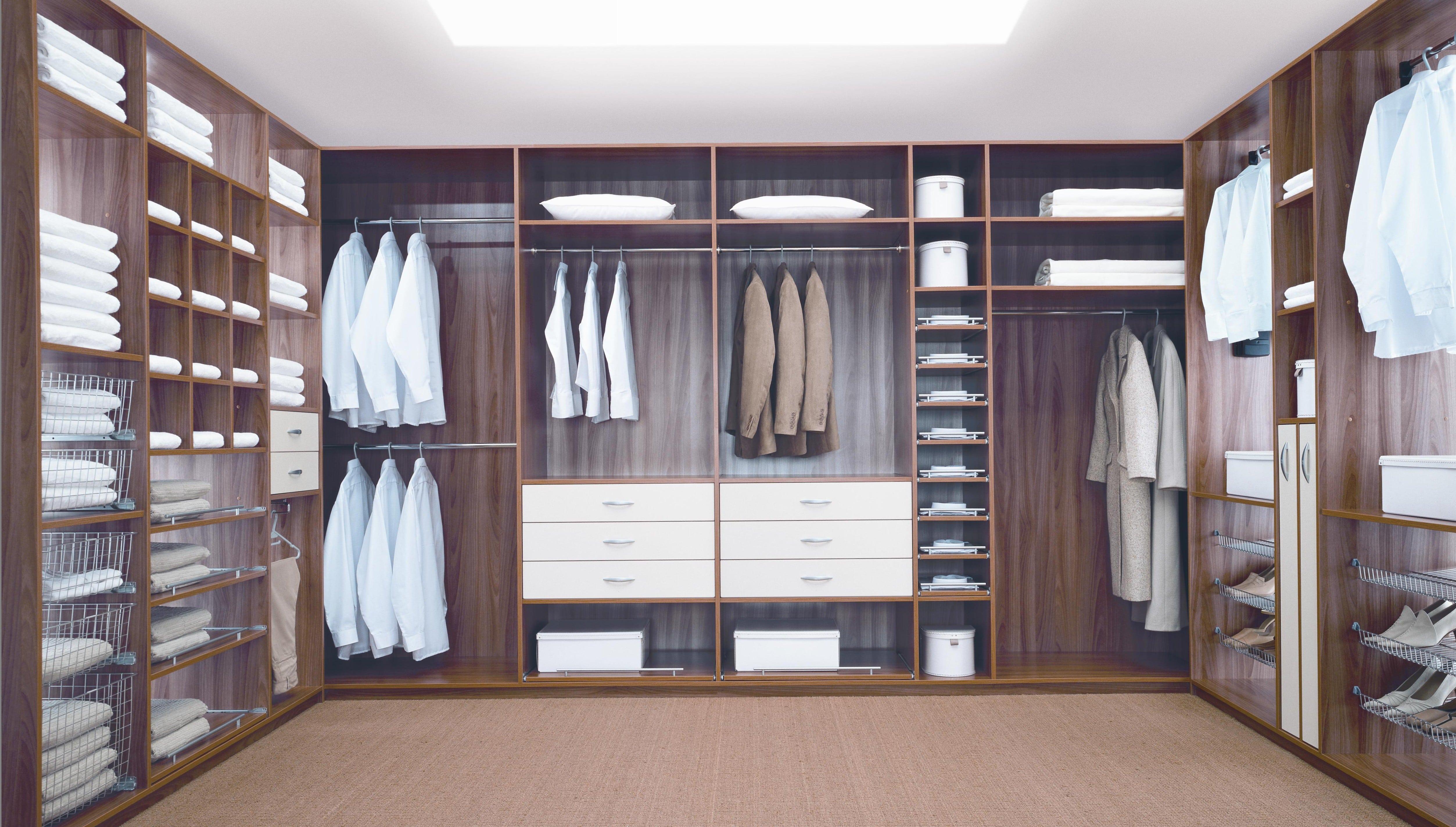 Шкаф в гардеробной